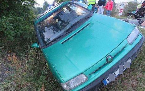 Auto skončilo v příkopu.