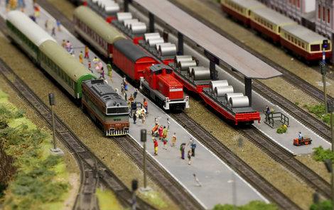 Vlaky, auta, tramvaje, kam až oko dohlédne!