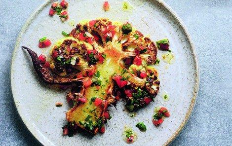 Květákový steak je nevšedním zpestřením jídelníčku.