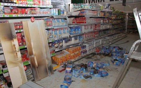 Požár nadělal na zboží škody za desítky tisíc korun.