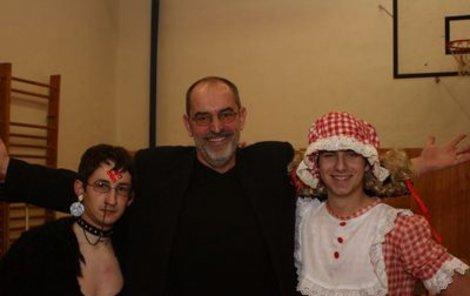 Ivo Šmoldas (uprostřed) s účastníky festivalu »Trpaslicon«.