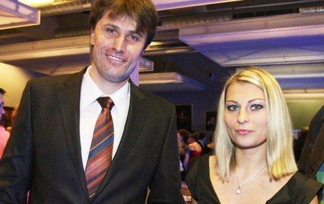 Pavel Poulíček se oženil s blondýnkou Petrou