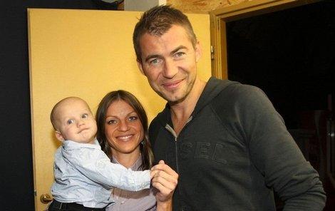 Bořek Slezáček s partnerkou Žanetou a jejich synkem Nikolajem.