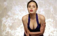 """Operace Angeliny Jolie kvůli rakovině: Prsa jí """"vydlabali"""" a naplnili silikonem!"""