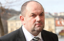 Fotbalový boss Pelta zametl korupci pod koberec!