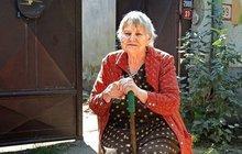 Vyděšená důchodkyně (80): Vy**ř mi ho, pořvávají na ni Romové!