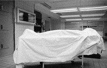Šok v hotelu: Pokojská objevila mrtvolu zastlanou v posteli!