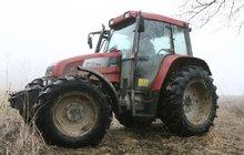 Syn (14) přejel otce traktorem: Utrpěl šok a z místa neštěstí utekl!