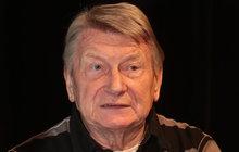 Herec, který má momentálně potyčku sředitelem Branického divadla, oslavil 75! Kromě toho, že se čtyřikrát oženil, měl i spousty milenek. Jedna zjeho lásek tragicky zahynula v pouhých 18 letech!