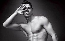 Ronaldo má perverzní sbírku obrazů: Kouká na svůj penis!