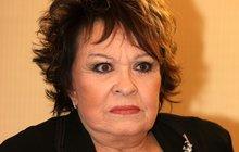 Jiřina Bohdalová (81) po operaci nesmí řidit. Není to vlastně dobře?
