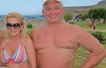 Krampolovi na pláži: Jirka (74) se právem vystavoval, Hanka (52) mu nestačí ani po plastikách!