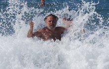 Upír na Krétě: Po svatbě řádil ve vlnách!