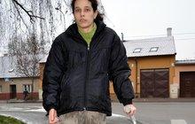 Z Romany udělala vzácná nemoc v 9 letech invalidu! Musela chodit po kotnících...