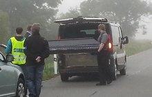 Děsivá nehoda: Auto spadlo na řidiče! Jak k tomu došlo?