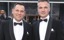 Pavel Vítek a Janis Sidovský: Adoptovali chlapečka!