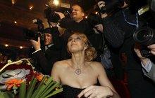 Ivana Gottová s diamanty na krku: A mě fotit nebudete?