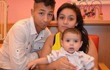 Anička, kterou lékařka odmítla ošetřit, je stále v nemocnici: Táta ji zachránil sprchou