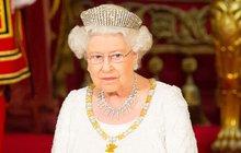 Alžběta II. v slzách: Přišla o pravnouče!