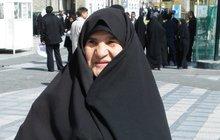 Starší dáma se mocně vykadila na stojáka: Tváří v tvář nic netušícím muslimům!