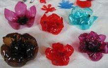 Vytvořte si ozdoby a recyklujte jako Jitka ze Strakonic! Zkuste květiny z plastových lahví.