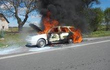 Hořelo auto se 4 dětmi! Zoufalá matka bojovala jako lvice