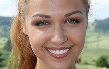 Říká se, že ženy mění barvu vlasů s novou láskou. Z rusovlasé Lucie Kovandové (23) je nyní jako kouzlem blondýnka. Co ji k tomu přimělo?