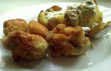 Skvělé jídlo na chalupářskou párty: Připravte křupavé houby s koprovou omáčkou!