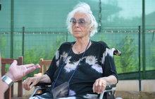 Herečka Květa Fialová (88) byla ze specializovaného centra převezena do Fakultní nemocnice Královské Vinohrady. Herečce se náhle zhoršil zdravotní stav.