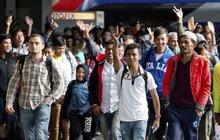 Sobotka vzkazuje do Bruselu o uprchlících: Oni chtějí jinam, ne k nám!
