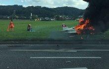 HOROR VE ŠVÝCARSKU: Letadlo smetlo jedoucí auto! Pilotovi hořel obličej!