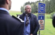 500 policistů a 300 vojáků chrastilo zbraněmi u Rakouska, ale... Ostraha hranic selhala!