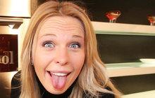 Vše pro psa! Diana Kobzanová (35), která žije v Kanadě s hokejistou Michaelem Frolíkem (29), poslala svou bulteriérku Miu na prázdniny do Česka. Dokonce jí platí i venčení a hotelový servis při mezipřistání v Nizozemsku!