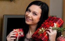 MALÝ VÁNOČNÍ RÁDCE: Co darovat pod stromeček dámám?