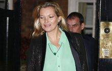 Kate Moss si prostě nedá pokoj: Zase bez ... !