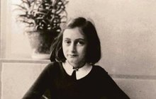Jedna z nejemotivnější výpovědí o hrůzách holocaustu vyšla poprvé přesně před 70 lety. Otto Frank vydal knižně upravený deník své dcery Anne (†15).