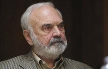 Děsivé vzpomínky má s dětstvím na venkově za 2. světové války spojené Zdeněk Svěrák (81).