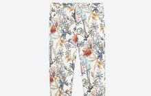 Kalhoty s potiskem vyženou nudu z vašeho šatníku. S čím je správně kombinovat?