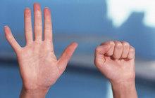 Manikúra a krémy nestačí: Vraťte rukám kondici speciálním cvičením!