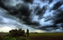 Pozor! Do Česka dorazí bouřky a kroupy!