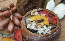 Vaříme cvalem s Michalem: Šéfkuchař myslel i na vegetariány a připravil grilovanou zeleninu v chlebu!