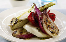 Italská kuchyně se hodí i na gril: Zkuste připravit fenykl s mozzarellou!