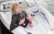 Sladký život hvězd: Geislerová připlula i se šampaňským!