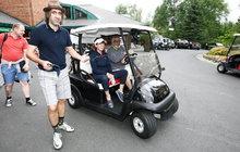 Bartoška si užil golf, Kohák musel pěšky!