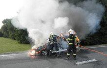 Rodička (33) utekla z hořícího auta!