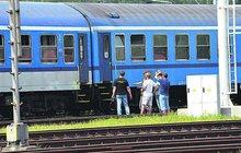 Proč děvčátko (†3) vypadlo z vlaku? Nebyly zabouchnuté dveře?!