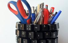 Stará klávesnice ještě poslouží: Vytvořte z ní stojánek na tužky!