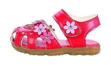 Testovaly se dětské boty: Sandály plné jedů!