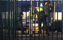 Vykukoval z okna vlaku a... Přišel o hlavu!  Svědkové: Doslova mu odletěla!