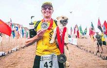 Pes si našel kamaráda při maratonu a už ho neopustil!